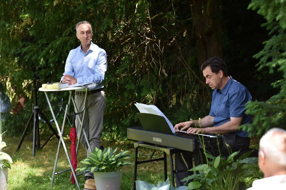 Uwe Becker (l.) und Christian Helm sind zwei aus dem Kulturverein, die ab und zu auch auf der Parkbühne zu erleben sind.
