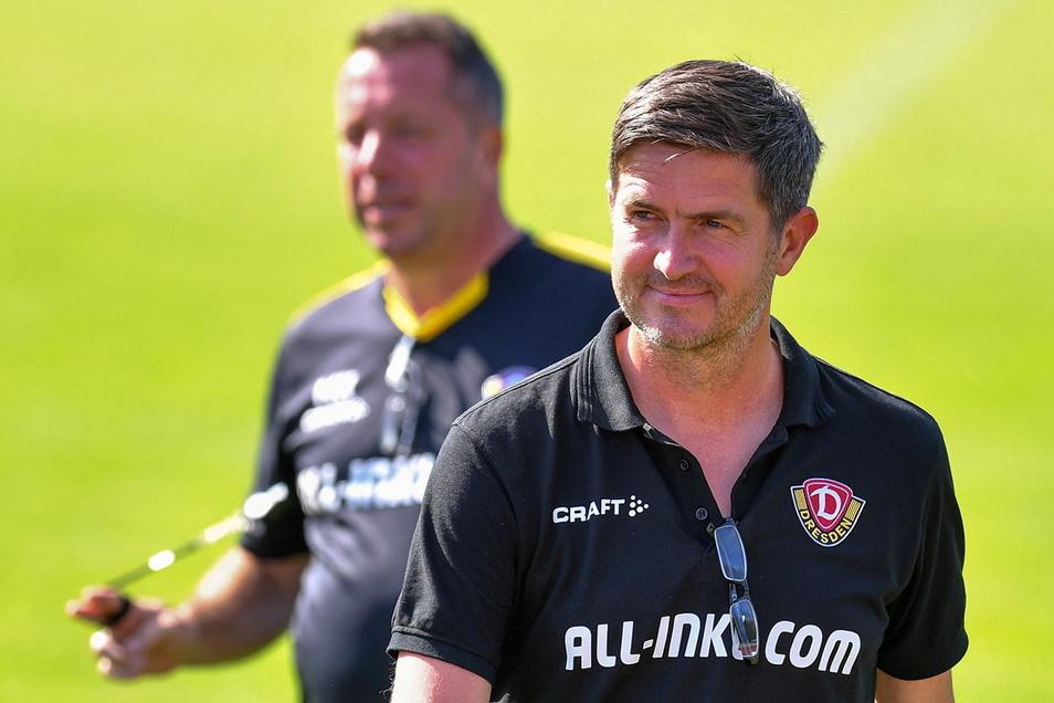 Dynamos Sportchef Ralf Becker (vorn) hat den Vertrag von Trainer Markus Kauczinski noch nicht verlängert. Einen konkreten Grund dafür nannte er bislang nicht.