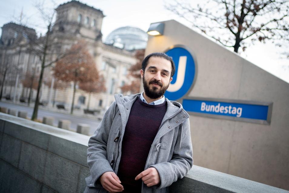 Der 2015 aus Syrien nach Deutschland geflüchtete Tarek Alaows hat nach Morddrohungen seine Kandidatur für den Bundestag zurückgezogen.