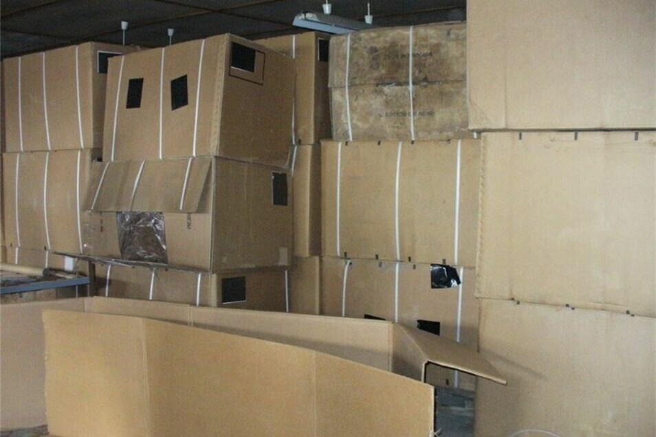 Die Schmuggelware war in 192 Kartons verstaut.