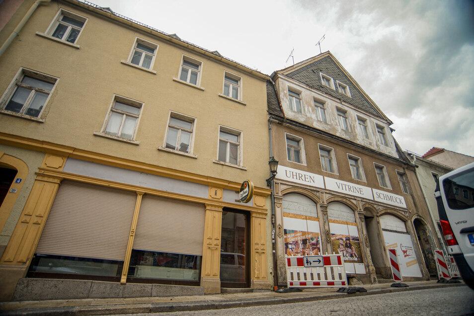 Die Häuser Bahnhofstraße 2 (rechts) und 4 in Bischofswerda haben einen neuen Besitzer. Der plant, beide Gebäude zu sanieren und darin moderne Wohnungen zu schaffen.