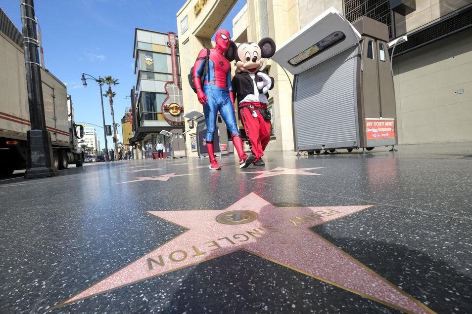 Drei Monate legte das Coronavirus Hollywood auf Eis, nun soll der Filmbetrieb wieder anlaufen.