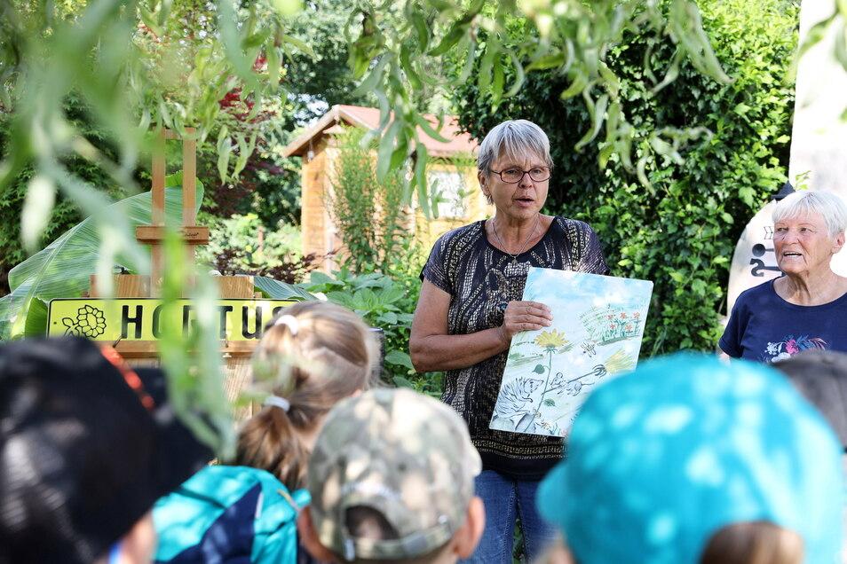 Regine Krätzschmar hat Geschichten über Tiere und Pflanzen geschrieben - eine gab es zum Auftakt des Projekts zu hören.