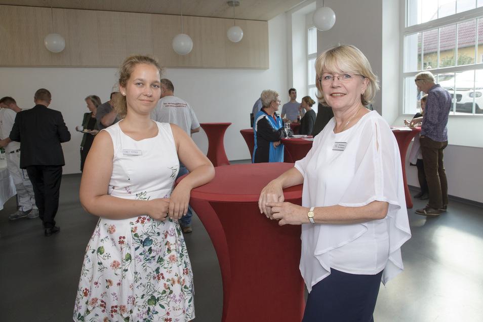 Mehr Platz: Schulleiterin Silke Nitschel und Hortleiterin Stephanie Gantz (li.) betreuen die Kinder im neuen Hortraum.