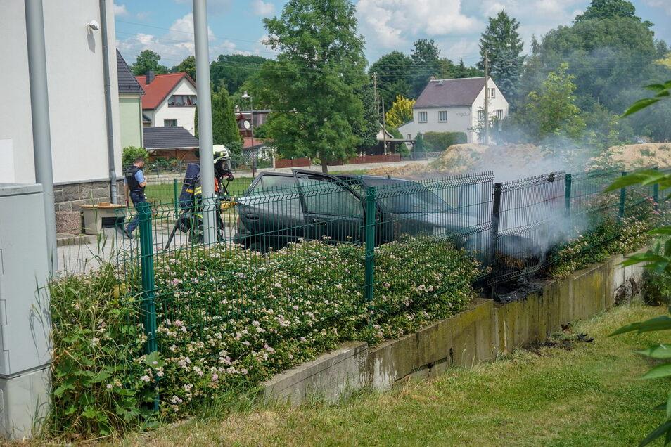 In Kirschau hatte am Sonntagmittag ein Pkw auf einem Parkplatz gebrannt.