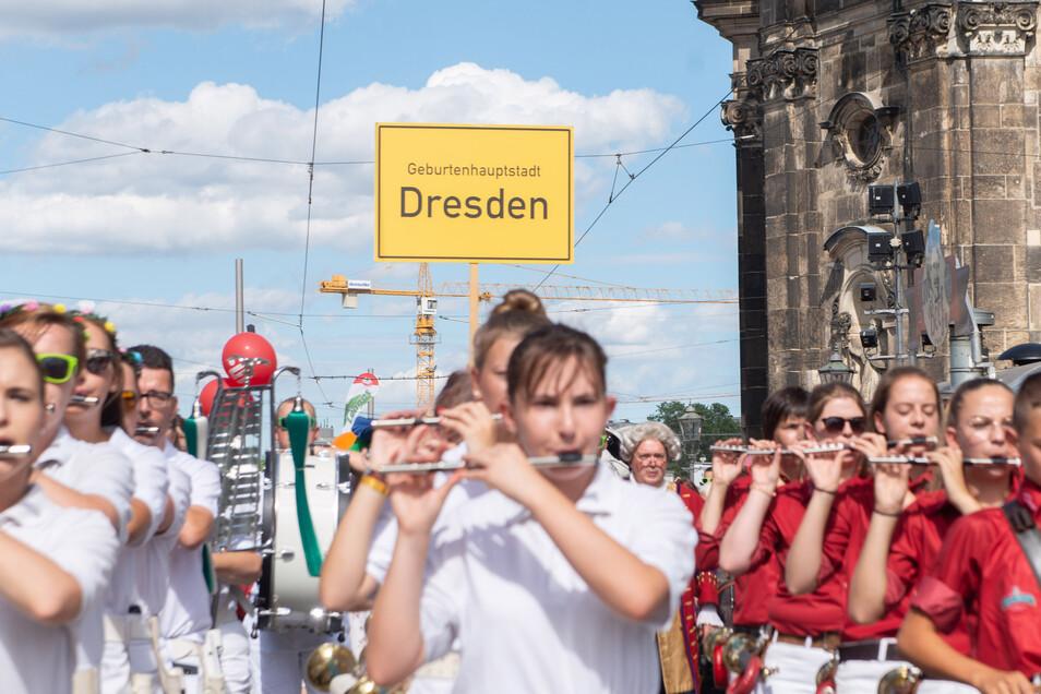 Die Babyparade hat Tradition beim Dresdner Stadtfest.
