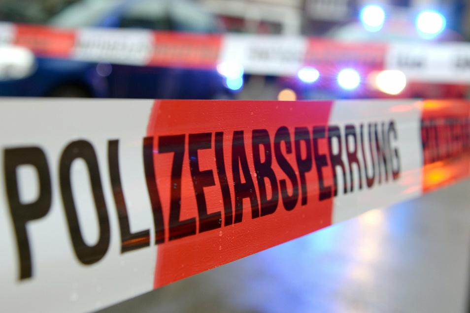 Die Leiche des Mannes war am Morgen des 6. August im Inselteich treibend entdeckt und geborgen worden. Nach dem Ergebnis der Obduktion wird von einem Verbrechen als Todesursache ausgegangen.