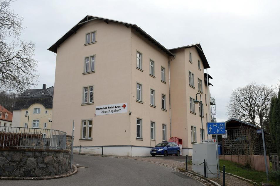 Noch gehört das ehemalige Altenpflegeheim der Gemeinde Kriebstein. Der langjährige Pächter, das DRK Döbeln-Hainichen, will es jetzt erwerben.