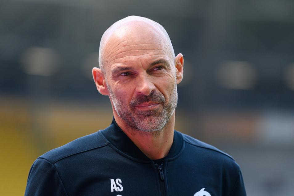 Dynamos Trainer Alexander Schmidt würde seine Spieler gerne in eine Höhenkammer schicken.