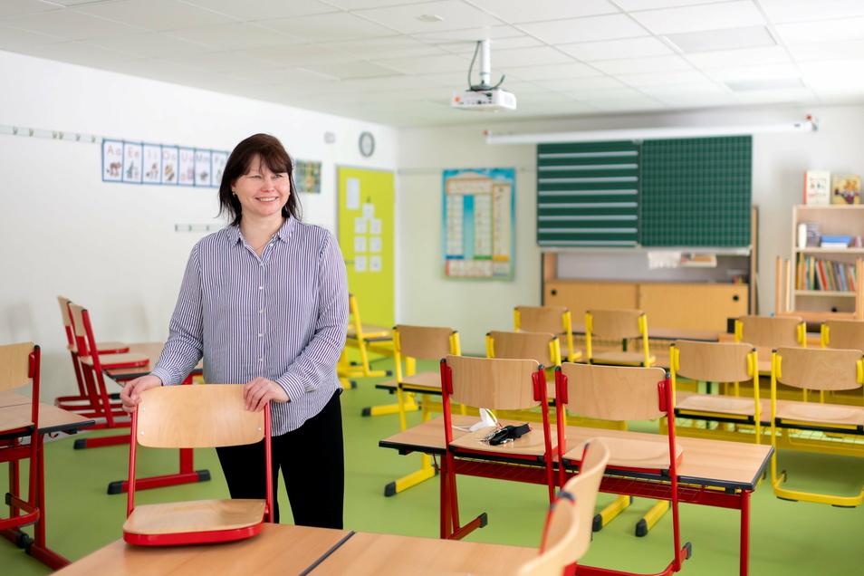 In den neuen bunten Hort- und Unterrichtsräumen im Nebengebäude der Großpostwitzer Lessingschule fühlen sich Schulleiterin Doreen Rindock und ihre Schützlinge wohl. Mit der Sanierung des ungenutztes Gebäudes löste die Gemeinde ein Platzproblem.