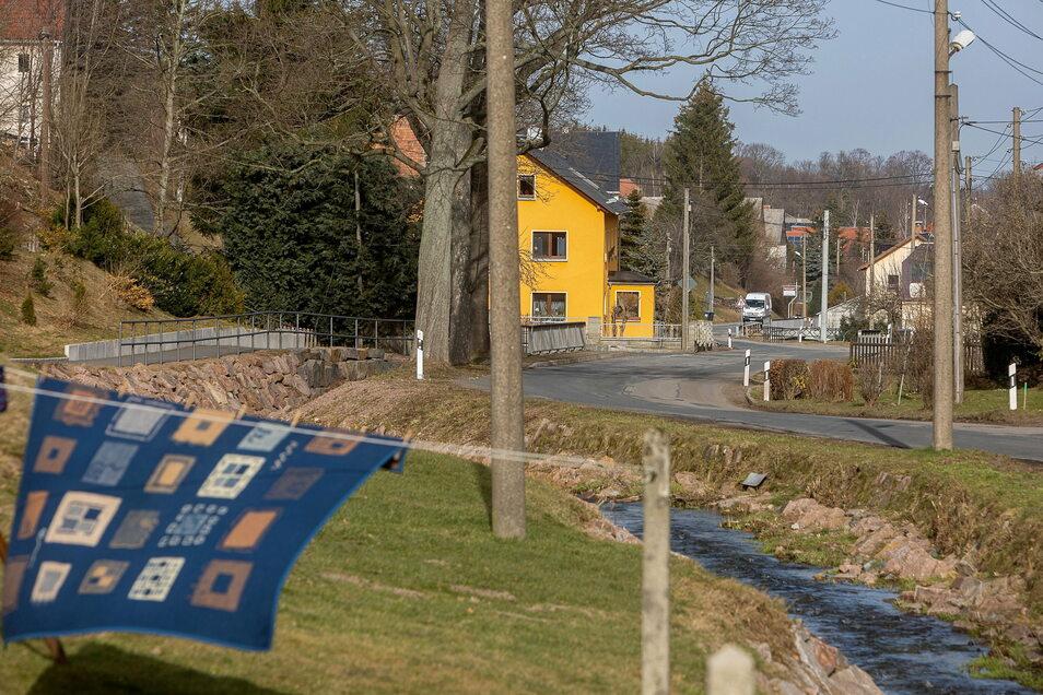 Im Mitteldorf von Reichstädt beginnt bald die letzte Etappe des Straßenbaus in Reichstädt.