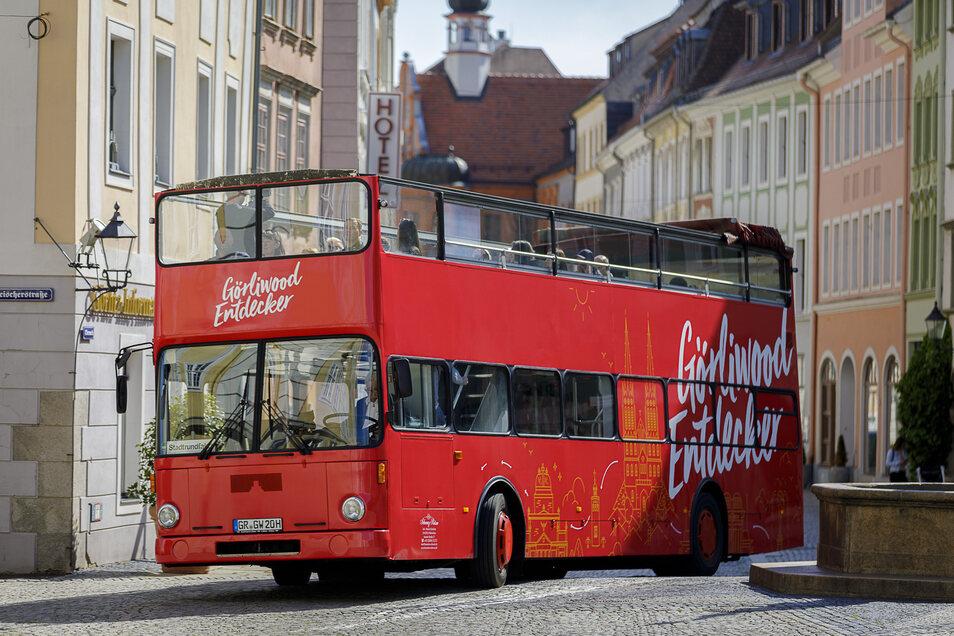 Einmal rückwärts in die Brüderstraße - fürs Fotoshooting wurde natürlich ein schöner Ort in der Altstadt angesteuert. Vom Obermarkt aus startet der Bus ab Pfingsten seine Rundfahrten. Insgesamt bietet er 60 Fahrgästen Platz.