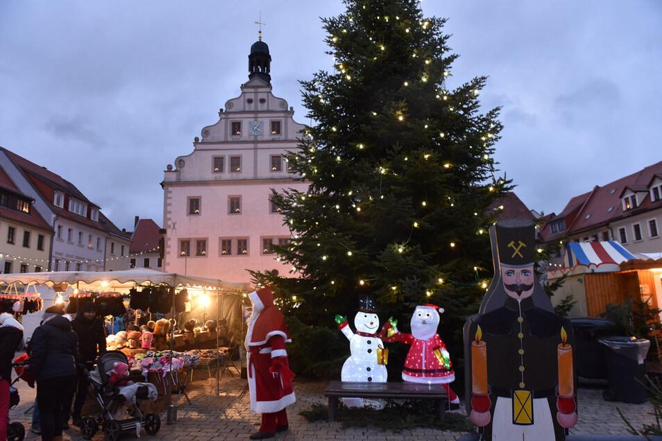 Idyllisch ist der Weihnachtsmarkt in der Abenddämmerung. Aber einen Betreiber dafür zu finden, das ist eine harte Nuss.