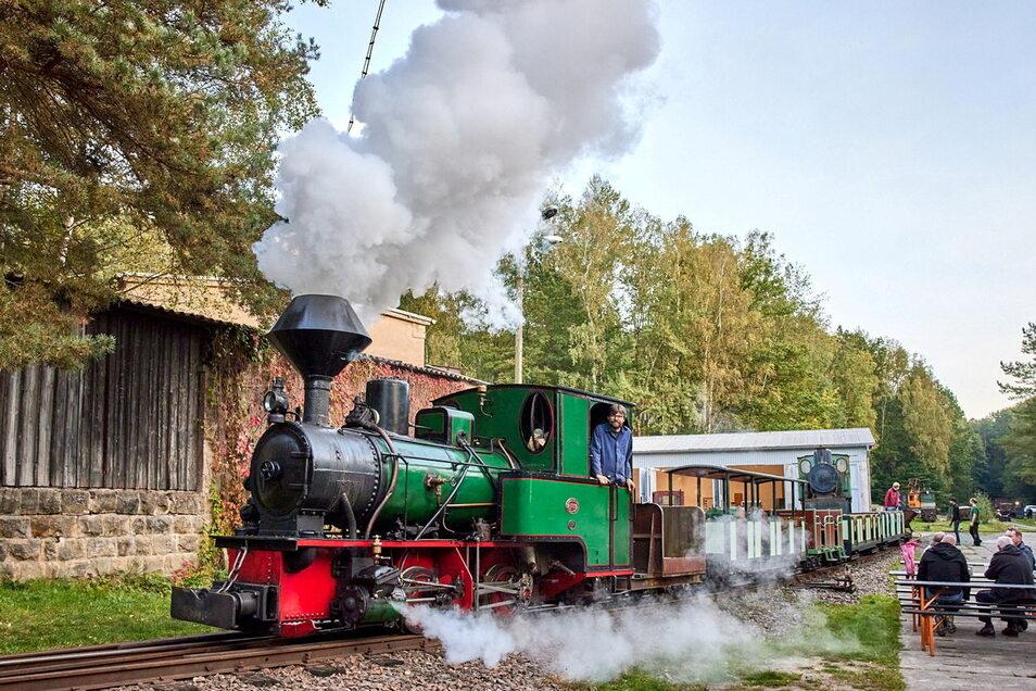 Die Feldbahner an der Herrenleite bei Lohmen boten zum Saisonabschluss mal wieder ihre beliebten Herbstfahrten an.