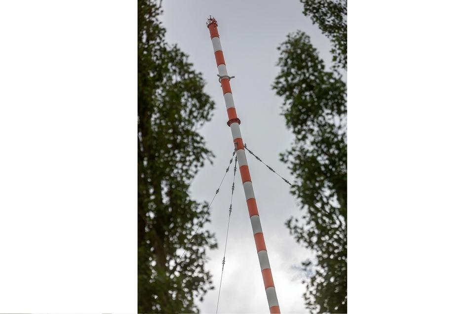 Seit 65 Jahren gehört die 153 Meter hohe Riesenantenne zur Wilsdruffer Landschaft. Nun soll sie verschwinden. Viele Wilsdruffer wehren sich dagegen.