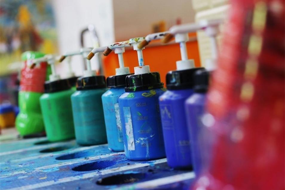 Die Ottendorfer Künstlerin arbeitet vorrangig mit Acrylfarben.
