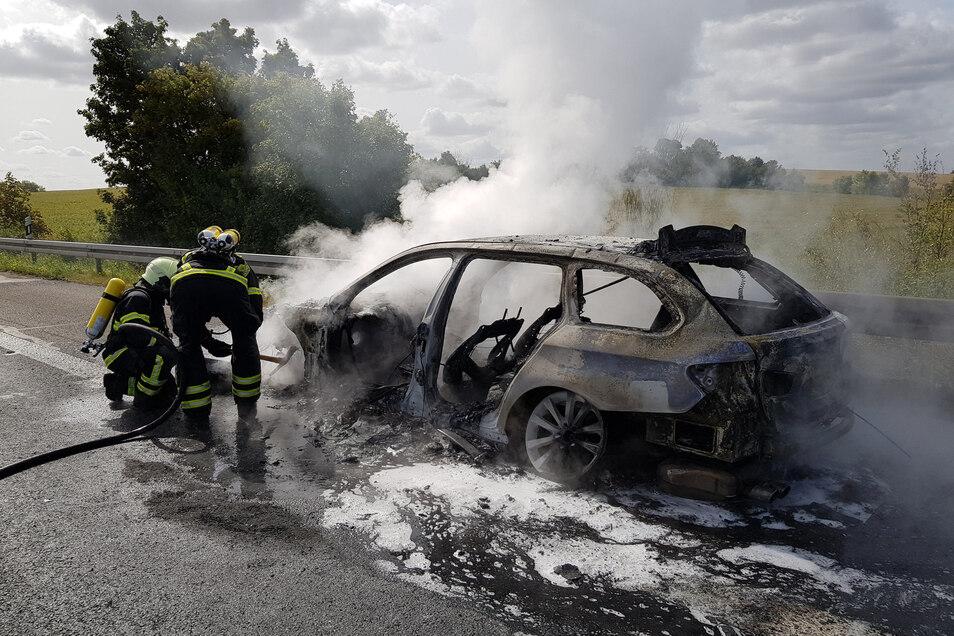 Pkw-Brand auf der A14 verursacht Vollsperrung bei Döbeln in Richtung Dresden.