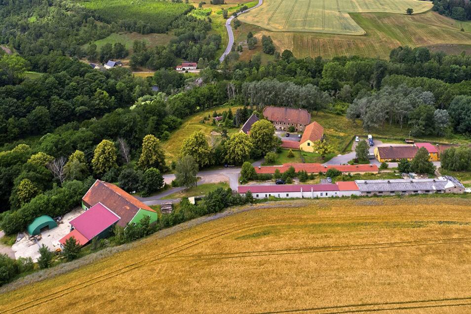 Gebäudekomplexe mit u. a. 2 Wohnhäuser, 1 ehem. Herrenhaus in Hilbersdorf-Bobritzsch / Mindestgebot 450.000 Euro