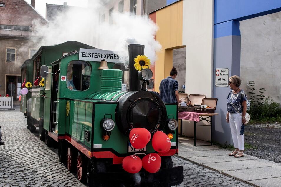 Erstmals pendelt der beliebte Elster-Express zwischen verschiedenen Gärten. So können Gartenfreunde noch mehr grüne Oasen kennenlernen an einem Tag.