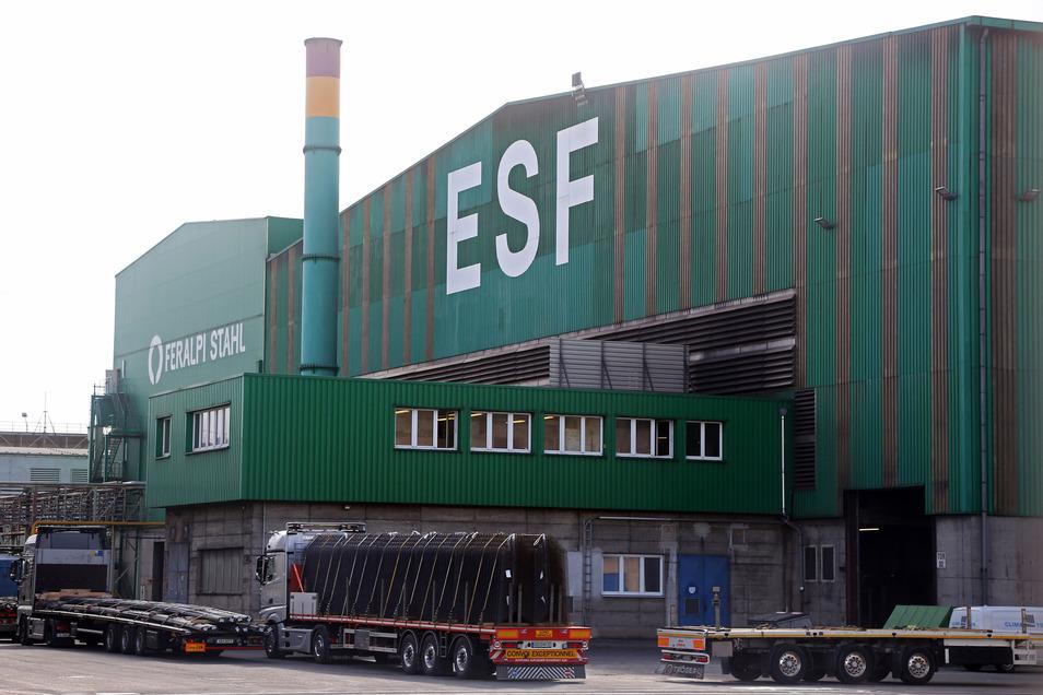 Da tut sich was in den großen Hallen von Elbe Stahl Feralpi (ESF) in Riesa.