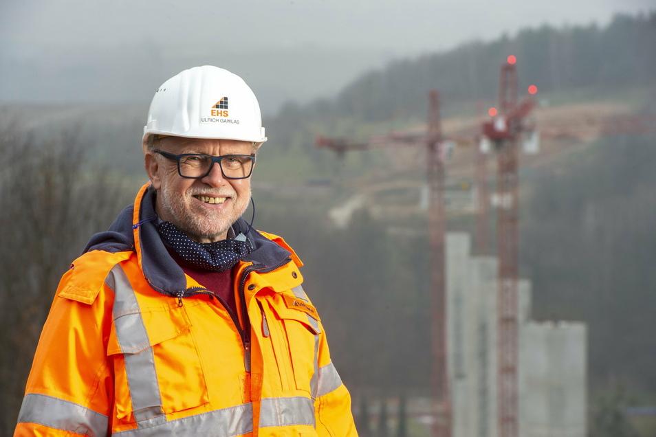 Ulrich Gawlas, Bauoberleiter der Südumfahrung, vor den Brückenpfeilern im Gottleubatal: Dieses Projekt bringe ich noch zu Ende.