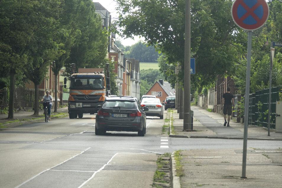 Zwischen Ostbahnhof und Ortsausgang wird bis Jahresende ein neuer Abwasserkanal in der Roßweiner Straße verlegt. Das geht nur unter Vollsperrung.