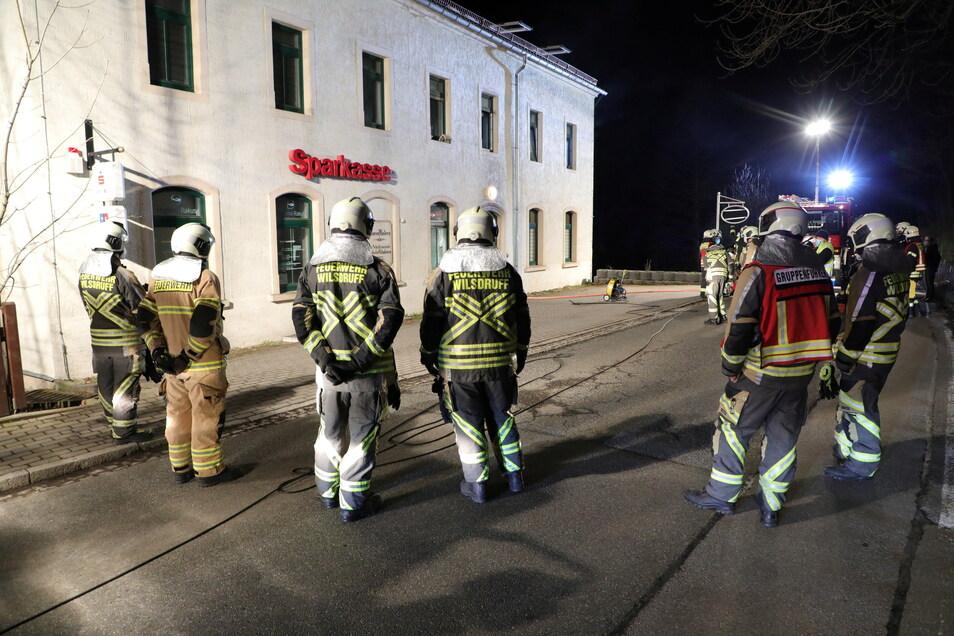 Aus Wilsdruff, Hühndorf und Klipphausen waren Feuerwehren herbeigeeilt.
