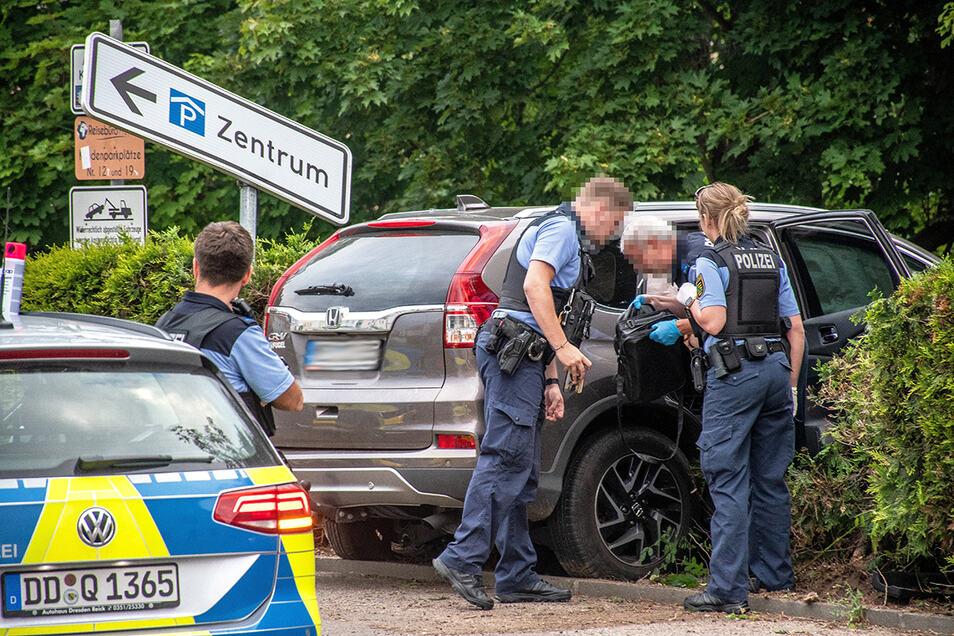Die Verfolgungsjagd mit der Polizei endete mit einem Unfall auf der Kleinen Kirchgasse in Döbeln. Der Täter wurde festgenommen. Jetzt sitzt er in Dresden vor Gericht.