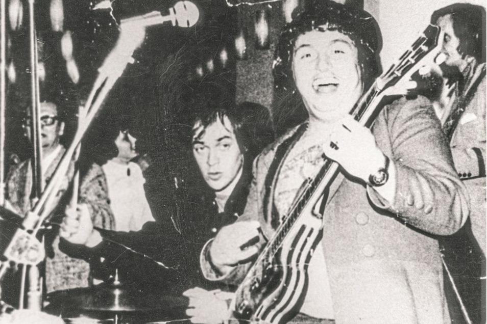 """In den Siebzigern spielte Udo auch mal mit Ulkrocker Achim Mentzel zusammen - an seinem """"gelernten"""" Instrument, dem Schlagzeug."""