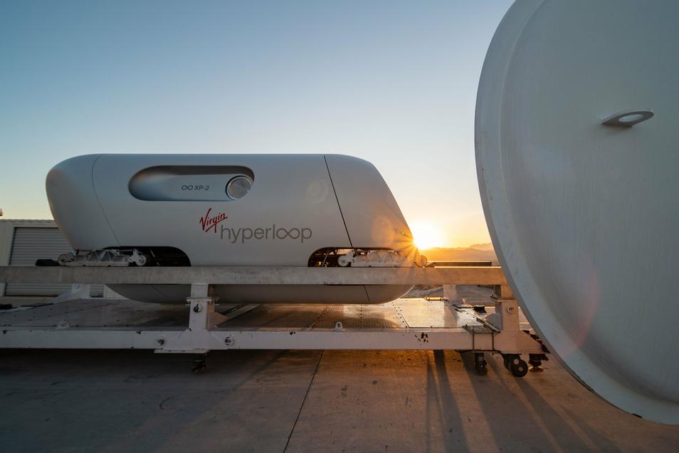 Im Hyperloop sollen Menschen künftig mit mehr als 1.000 Kilometern pro Stunde durch einen Unterdruck-Tunnel fahren können.