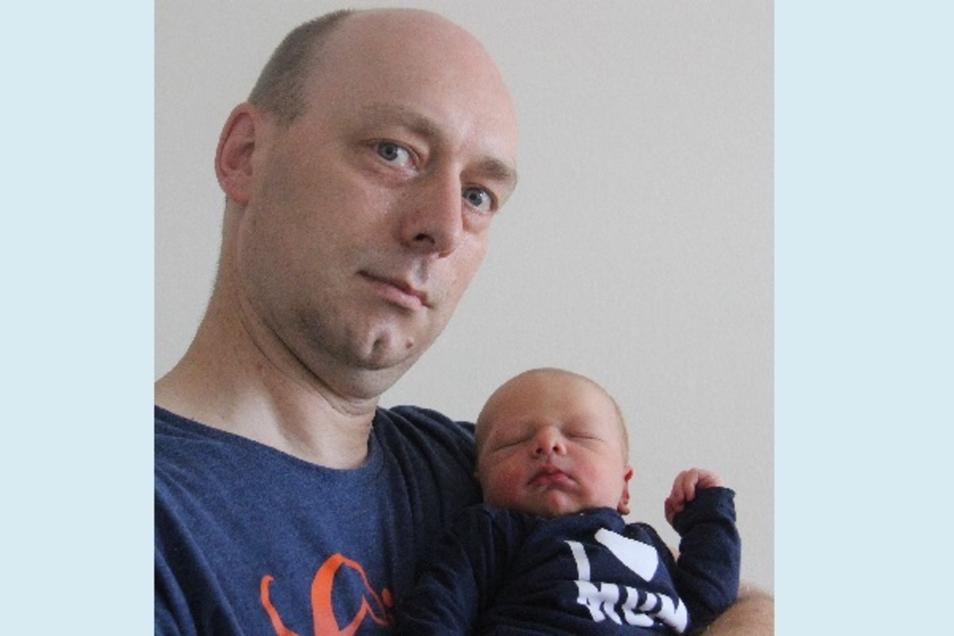 Adrian Anton Geboren am 9. Juni Geburtsort Bautzen Gewicht 3520 Gramm Größe 53 Zentimeter Eltern Claudia und Ronny Valentin Wohnort Wilthen Foto: Carmen Schumann