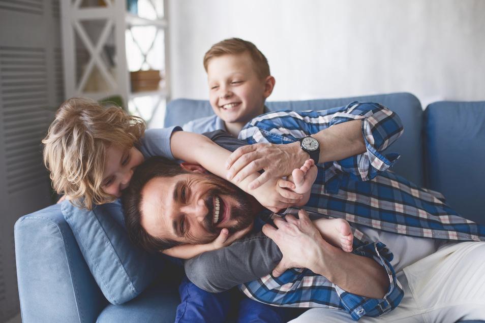 Egal ob Mama oder Papa - in den ersten Lebensjahren des Nachwuchses ist es oft nicht möglich, dass beide Elternteile 40 Stunden pro Woche arbeiten gehen.