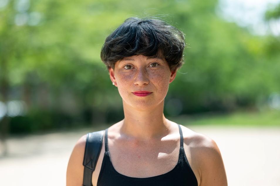 Susanne Hopmann lebt in Halle und Leipzig.