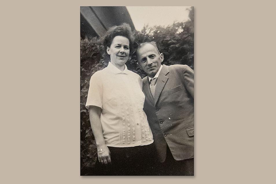 Dorothea Eckert zusammen mit ihrem Mann Adolf in einer undatierten Aufnahme. Adolf Eckert arbeitete als Betriebstischler im Waggonbau Niesky.