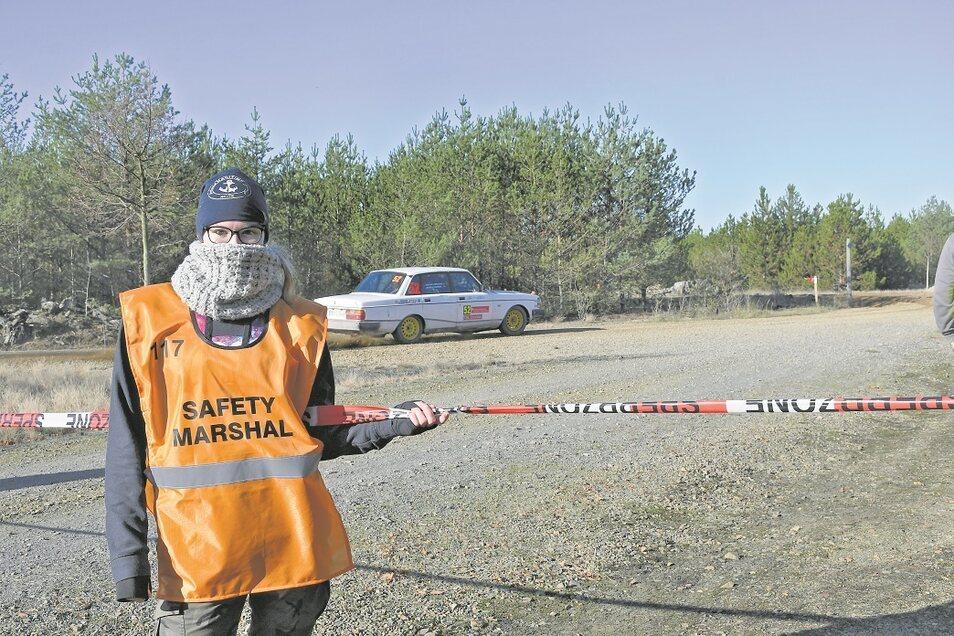 Jenny Carina Wöllner, eine von zahlreichen Sicherheitsposten an der Strecke.