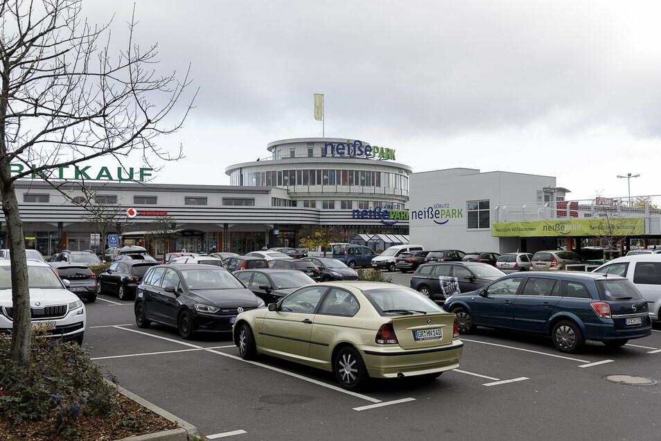 Der Parkplatz am Neißepark in diesen Tagen: Ob er auch am 6. Dezember voll sein wird, ist offen.