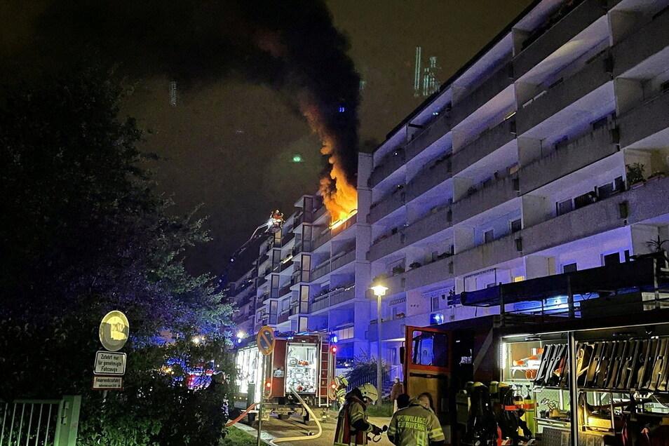 Brand in Königshufen: Vier Menschen mussten mit Verdacht auf Rauchgasvergiftung ins Krankenhaus.