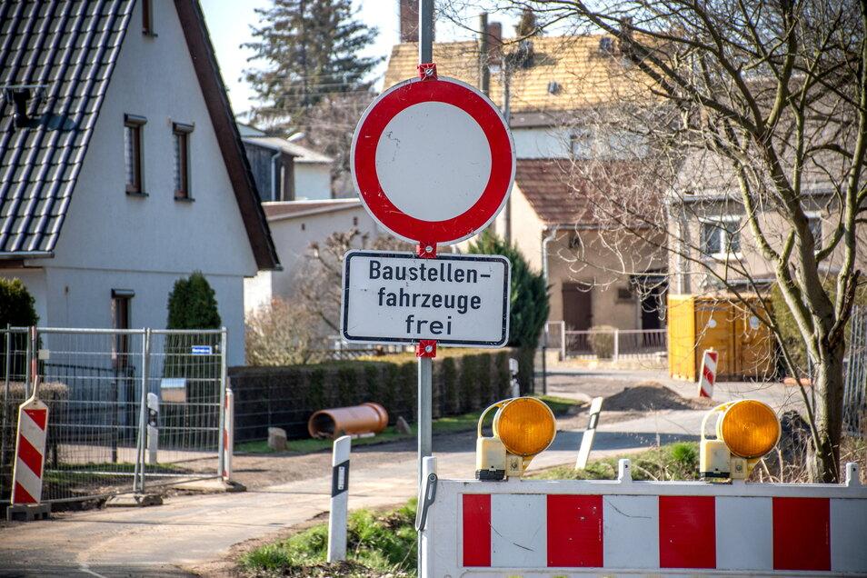An der Merschützer Straße im Ostrauer Ortsteil Merschütz wird die Mischwasserleitung erneuert.