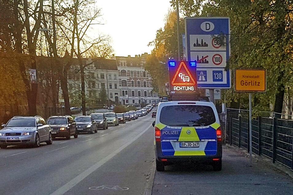 Dauert länger: Am Nachmittag bis in den Abend hinein hat die Bundespolizei auf der Stadtbrücke, ehemals Grenzübergang, kontrolliert.