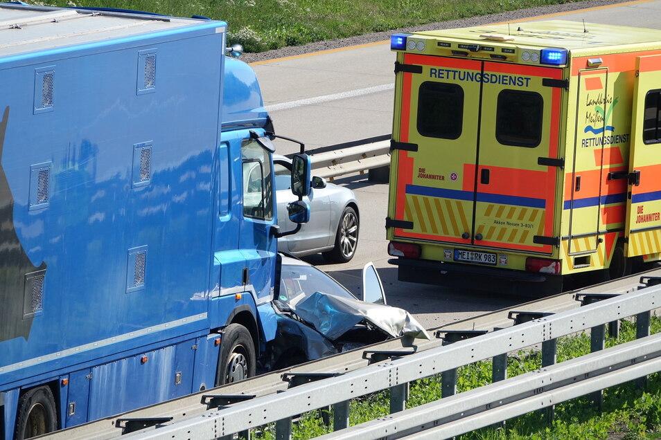 Der Skoda-Fahrer kam mit Verletzungen in ein Krankenhaus.