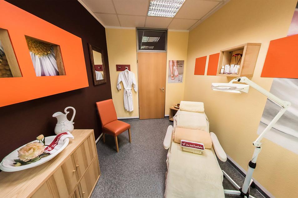 Blick in einen Kosmetikraum in der SchillerApotheke