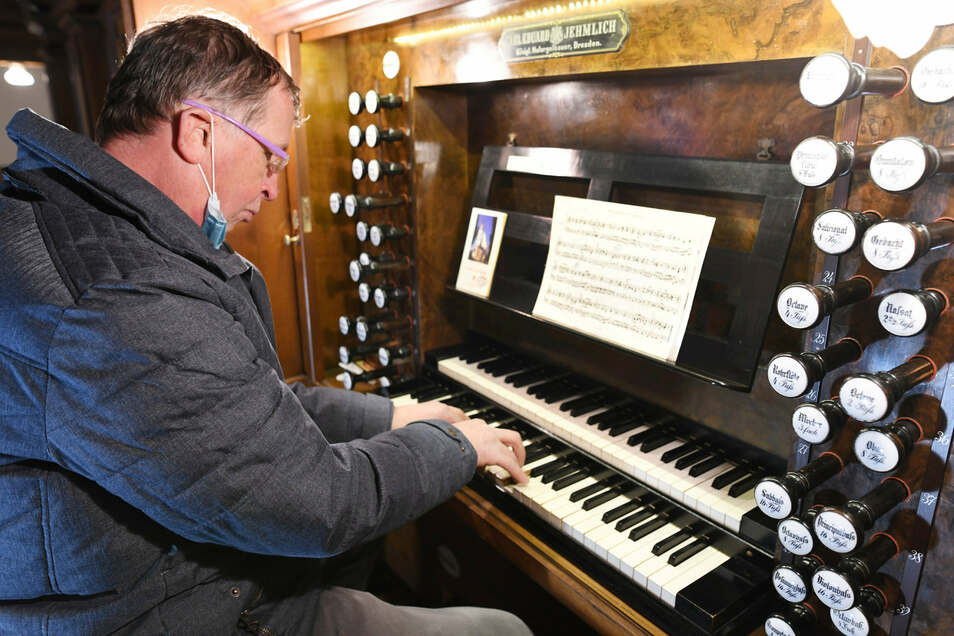 Hobbyorganist und Kirchenvorstand Frank Israel sorgte an der Orgel für den kulturellen Teil des Abends.