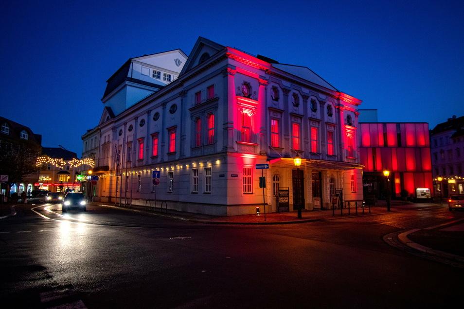 Das Döbelner Theater war für die Aktion rot beleuchtet.