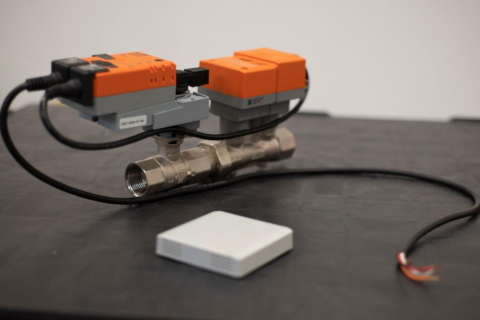 Hightech zur Steuerung von Klima- oder Lüftungs- und Heizungsanlagen. Antriebs-Motoren schließen und öffnen zum Beispiel Klappen und Ventile in Rohrleitungen.
