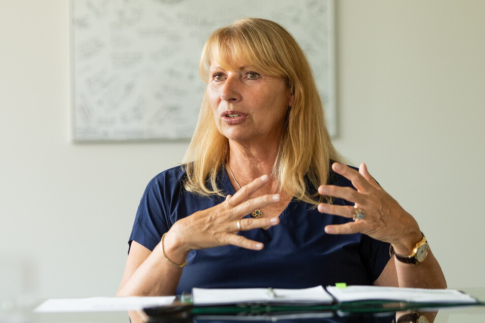 Sozialministerin Petra Köpping steht in Neustadt den Bürgern Rede und Antwort.