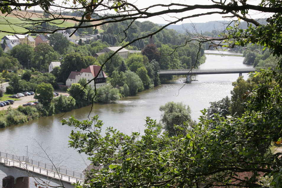 Von der Plattform um die Saxonia-Figur auf dem Lichtenger aus gibt es einen reizvollen Blick ins Muldental. Führen wieder ordentliche Wege dort hinauf, können auch die Bäume gepflegt und der Ausblick freigehalten werden.