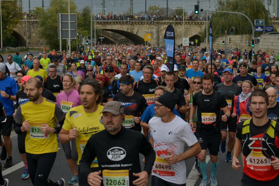 Knapp 8.000 Läufer waren beim Dresden-Marathon 2019 am Start. In diesem Jahr fällt er aus.