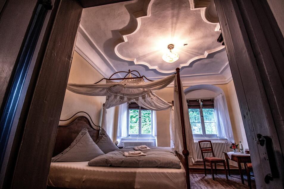 Die Zimmer sind prunkvoll und liebevoll eingerichtet.