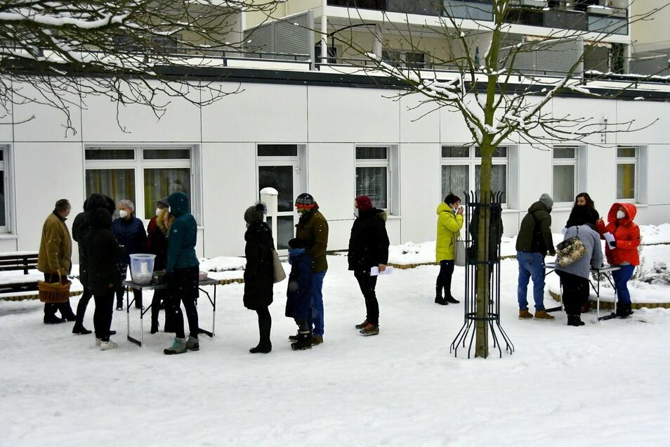 Am ersten Test-Wochenende in Königshufen berichteten Anwohner in den sozialen Medien von Verkehrschaos auf der Gersdorfstraße. Auch das Gesundheitsamt soll sich gemeldet haben.