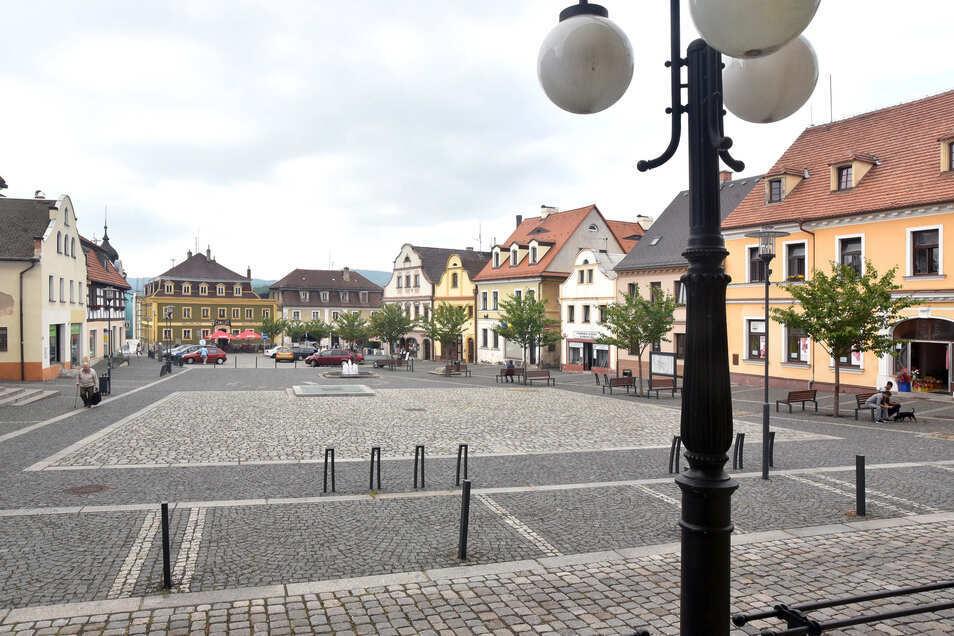 Im Camelot am Markplatz in Hradek (links hinten) sind normalerweise 50 Prozent der Gäste Deutsche. Seit Donnerstag fehlen sie.